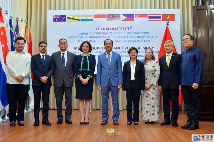베트남은 호주, 브루나이, 인도, 인도네시아, 말레이시아, 필리핀, 싱가포르와 태국에 대하여 코로나19 방역 의료 물자를 지원 - ảnh 1