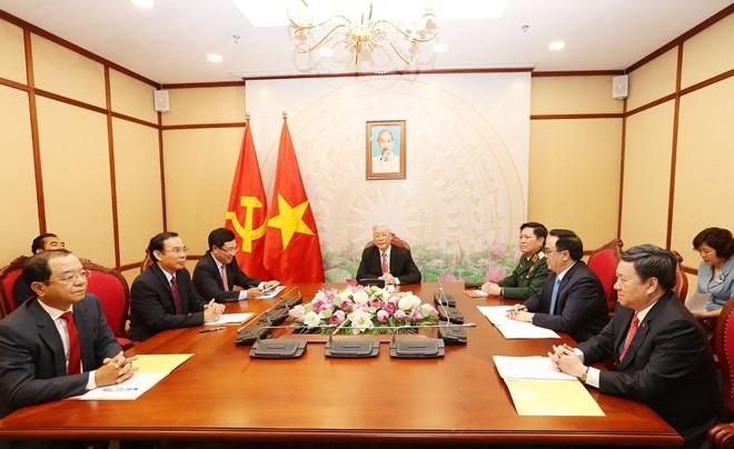 응우옌 푸 쫑 서기장 – 국가주석, 블라디미르 푸틴 러시아 대통령과 전화 대담 - ảnh 1
