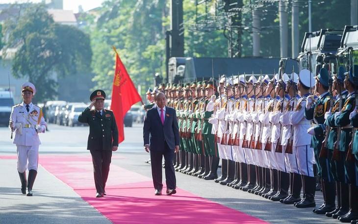 응우옌 쑤언 푹 총리, 10차 전군결승대회에 참여    - ảnh 1