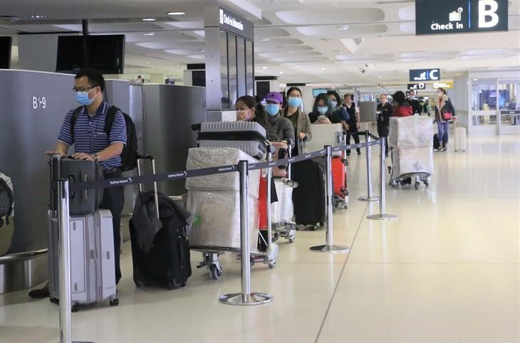 코로나19: 호주발 귀국 베트남 국민 350명을 안전하게 이송 - ảnh 1