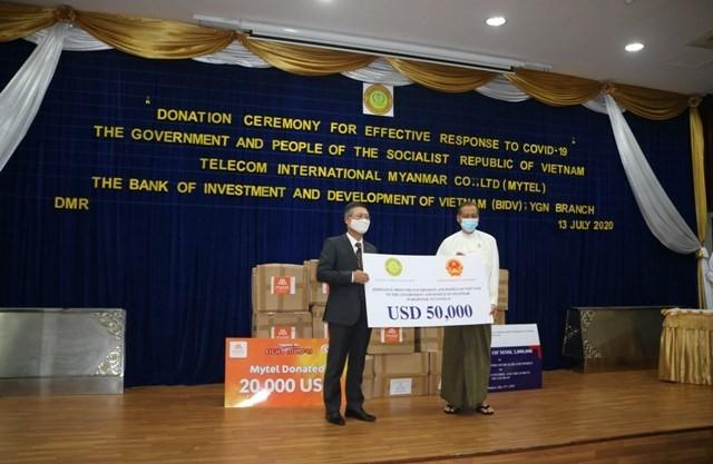 베트남 정부, 미얀마를 위한 코로나19 팬데믹 방역 지원품 전달식 - ảnh 1