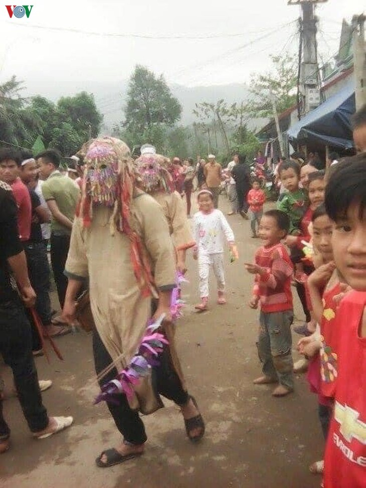 문 (Mùn) 방언 자오 (Dao) 소수민족 신안문화에서의 탈 - ảnh 2
