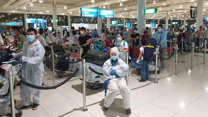 캐나다발  340명의 베트남 국민을 안전하게 귀국 조치 - ảnh 1