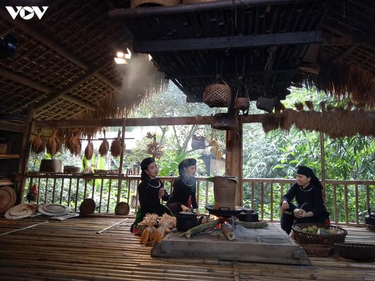 도시 속 따이족 마을 - ảnh 1