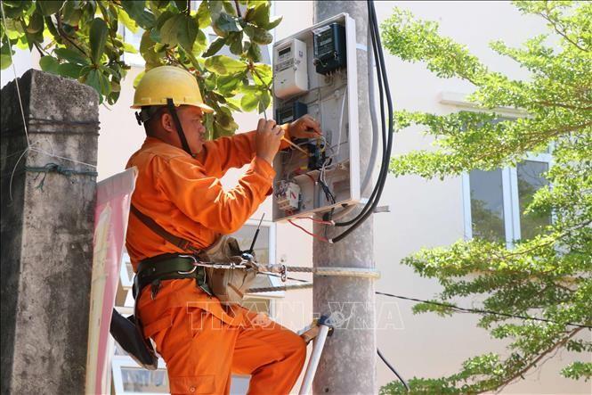 년쩌우섬 주민, 국가 전기망 사용 가능 - ảnh 1