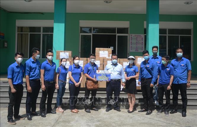 다낭 : 다낭 청년들, 불우환자들에게 수천 세트 선물 전달 - ảnh 1