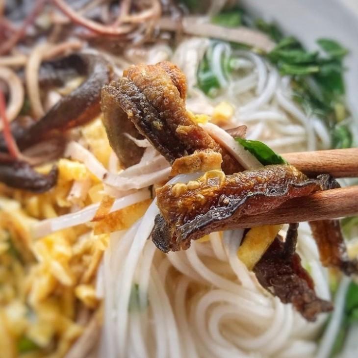 히엔거리의 매력적인 면요리, 뱀장어 분탕  - ảnh 3