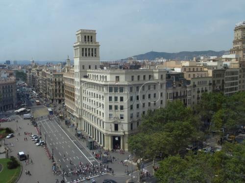 Le parlement catalan se soumet à la décision de Madrid sur sa dissolution - ảnh 1