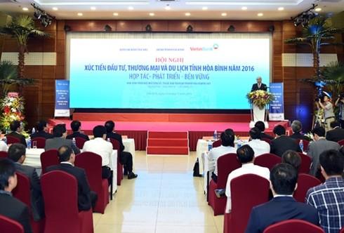 Nguyên Xuân Phuc à la conférence de promotion de l'investissement de Hoà Binh - ảnh 1