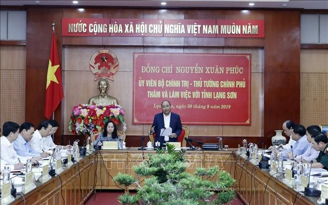 Nguyên Xuân Phuc travaille avec les autorités de Lang Son - ảnh 1