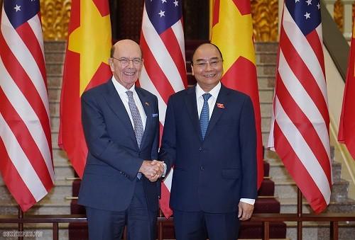 Le Premier ministre vietnamien reçoit le secrétaire américain au Commerce - ảnh 1