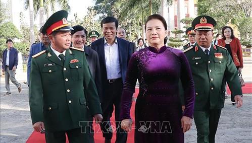 Nguyên Thi Kim Ngân présente ses vœux de Têt au commandement militaire de Dak Lak - ảnh 1