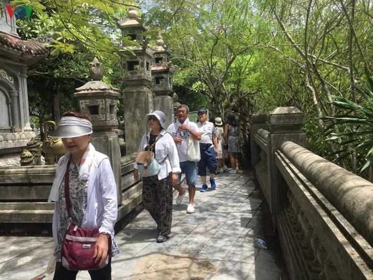 Les destinations touristiques les plus visitéees pendant le Têt 2020 - ảnh 1