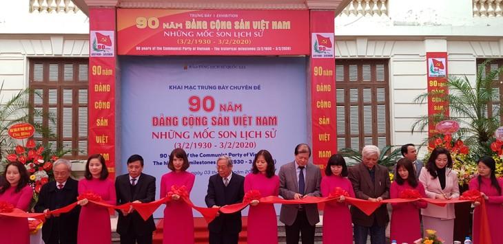 Vernissage de l'exposition sur les 90 ans du Parti communiste vietnamien - ảnh 1