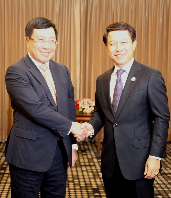 Le chef de la diplomatie vietnamienne rencontre ses homologues chinois et laotien - ảnh 1