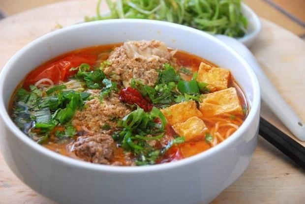 Le Figaro présente la street food vietnamienne avec «huit merveilles à déguster à Hanoï» - ảnh 1