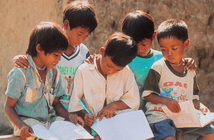 Soutien aux enfants démunis de la région du Centre - ảnh 1