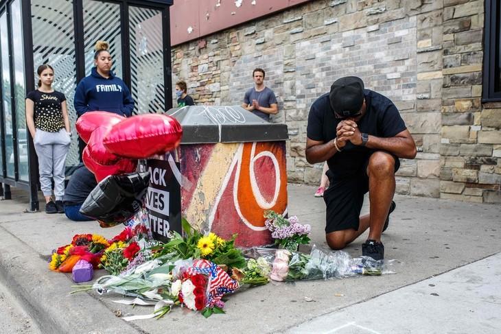 Indignation aux États-Unis après la mort d'un homme noir lors de son interpellation - ảnh 1
