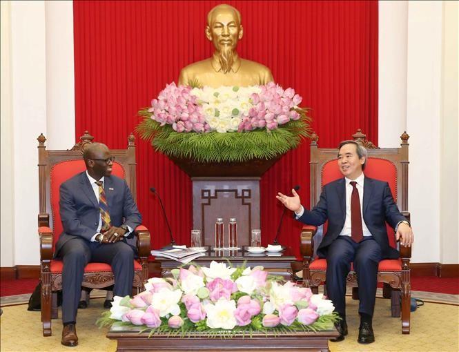 Nguyên Van Binh reçoit le directeur sortant de la Banque mondiale au Vietnam - ảnh 1