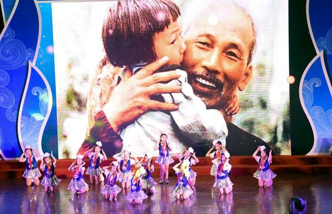 Hanoi: Plus de 500 élèves brillants à l'honneur - ảnh 1