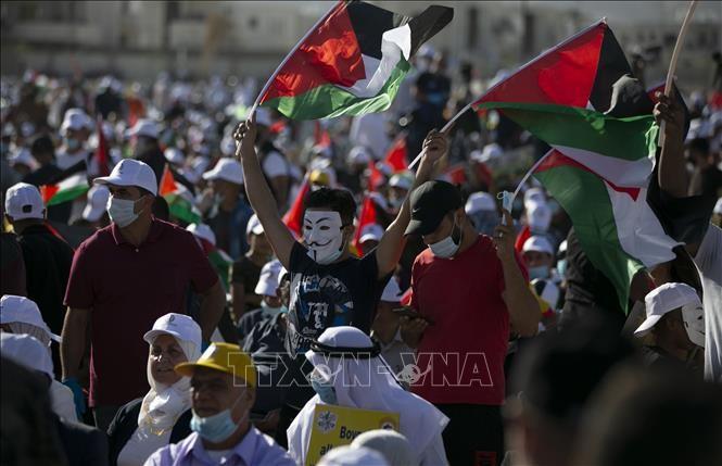 Des milliers de Palestiniens rassemblés contre l'annexion des colonies et de la vallée du Jourdain - ảnh 1