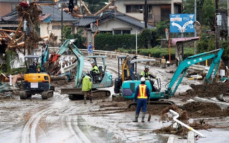 Japon : au moins 61 décès causés par les pluies diluviennes  - ảnh 1