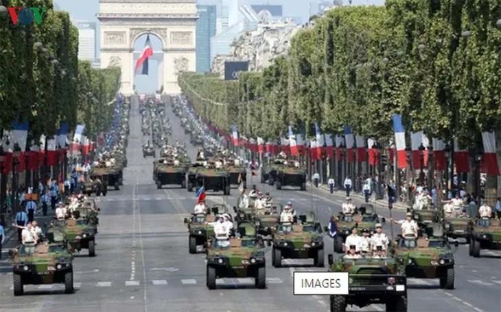 14 juillet: La France rend hommage aux soignants - ảnh 1
