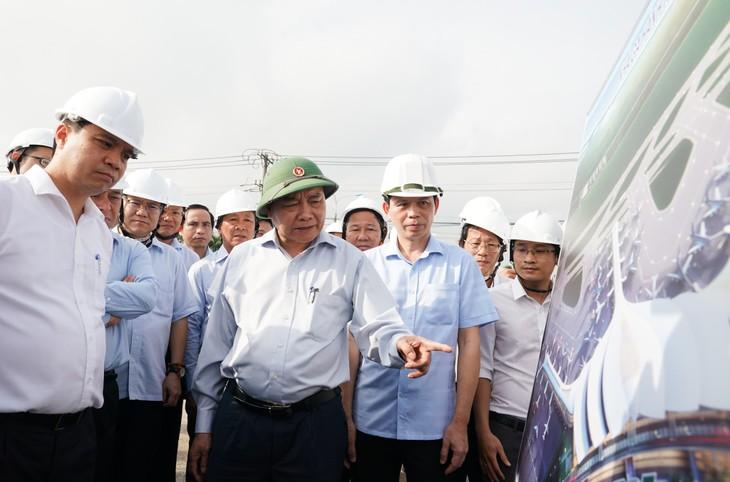 Nguyên Xuân Phuc inspecte la libération des terrains pour la construction de l'aéroport de Long Thành - ảnh 1