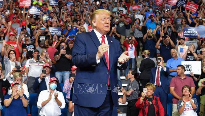 Donald Trump contraint de changer à nouveau de ton sur l'épidémie de Covid-19 - ảnh 1
