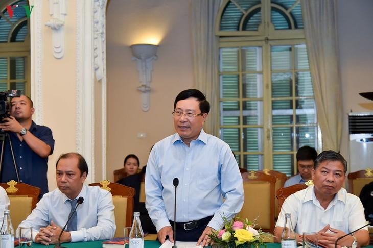 Table-ronde: «25 ans d'adhésion du Vietnam à l'ASEAN, rétrospective et avenir» - ảnh 1