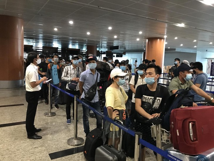 Covid-19 : près de 240 Vietnamiens rapatriés du Myanmar - ảnh 1