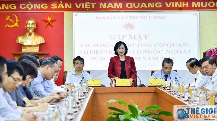 Rencontre avec de nouveaux ambassadeurs du Vietnam à l'étranger  - ảnh 1