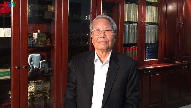 L'ancien président vietnamien Trân Duc Luong rend hommage à l'ancien secrétaire général du Parti Lê Kha Phiêu  - ảnh 1