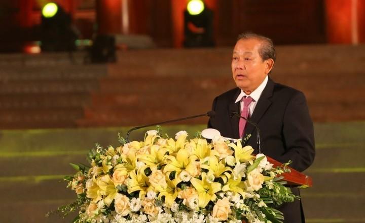 Truong Hoa Binh rend hommage aux civils participant au maintien de l'ordre et de la sécurité - ảnh 1