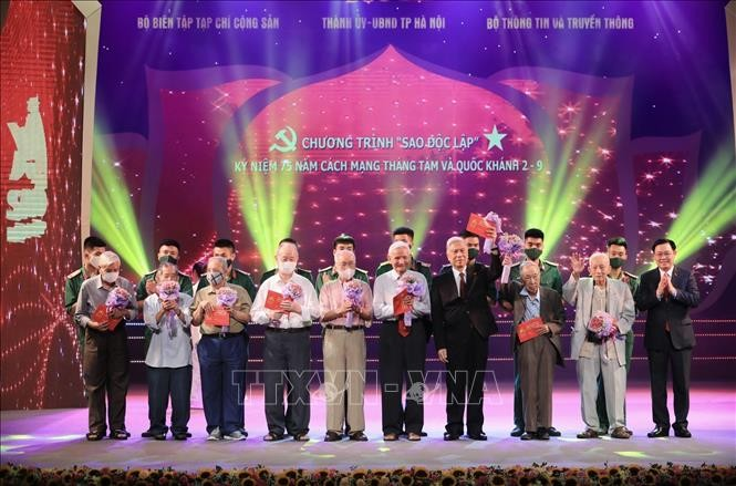 Concert «Étoile indépendante» à l'Opéra de Hanoï  - ảnh 1