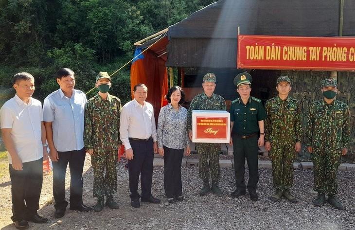 Cao Bang: Truong Thi Mai salue les efforts des gardes-frontières - ảnh 1