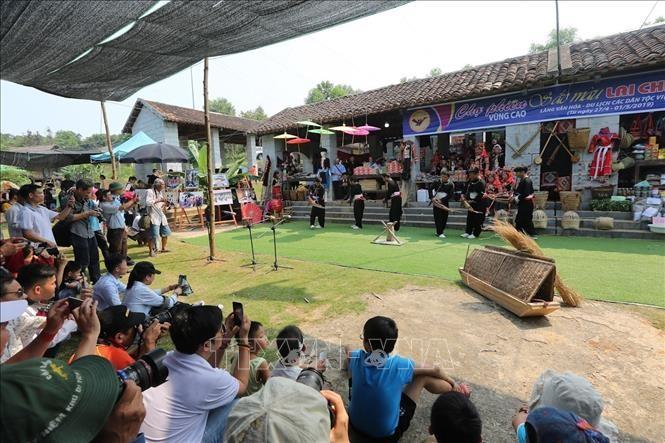 La Fête nationale au Village culturel et touristique des ethnies vietnamiennes - ảnh 1