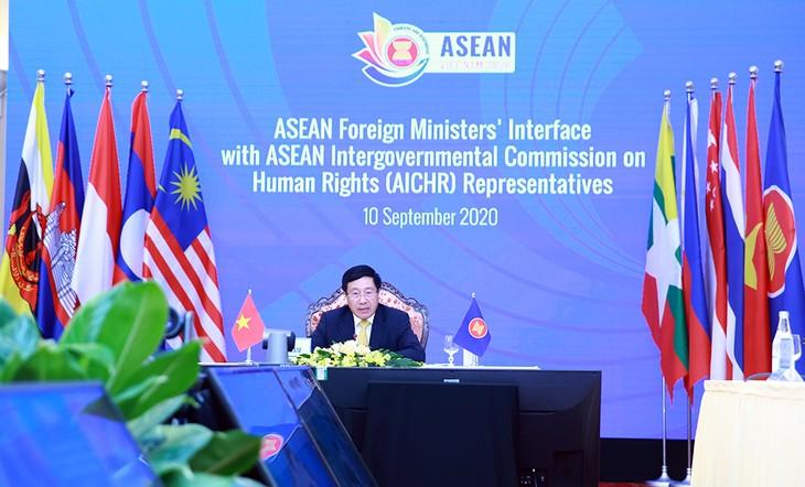 Dialogue entre les ministres des Affaires étrangères de l'ASEAN et le comité interparlementaire de l'ASEAN sur les droits de l'homme - ảnh 1