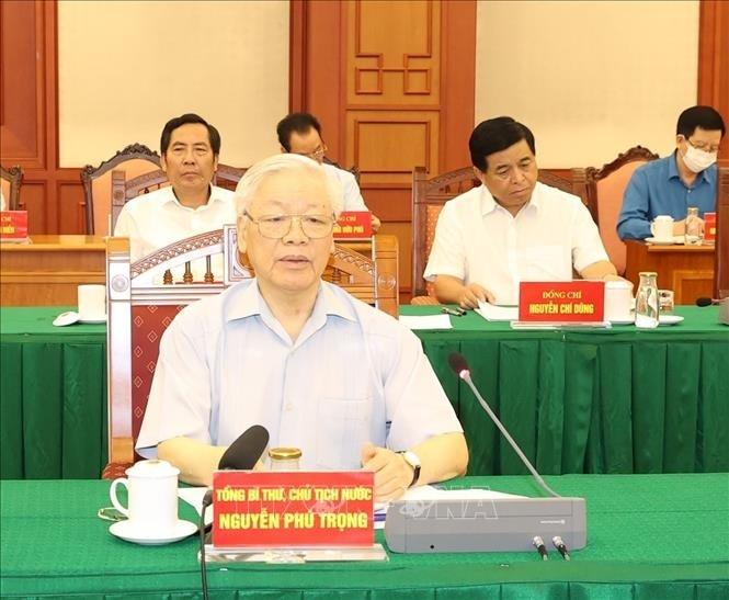 13e Congrès national du PCV: Nguyên Phu Trong préside une réunion de la sous-commission chargée des documents  - ảnh 1
