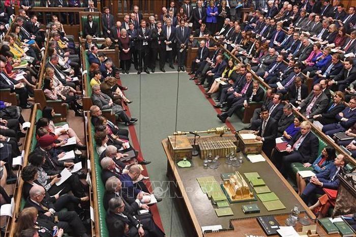 Brexit : Le projet de loi Johnson passe une première étape au Parlement britannique - ảnh 1
