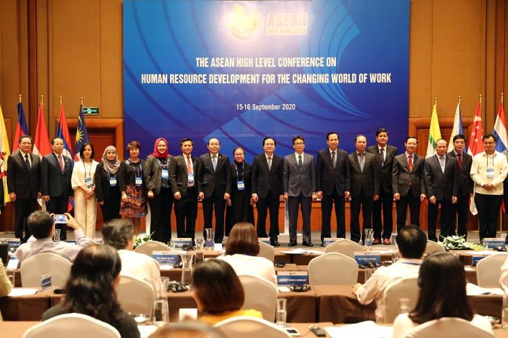 ASEAN: ouverture de la conférence sur le développement des ressources humaines - ảnh 1