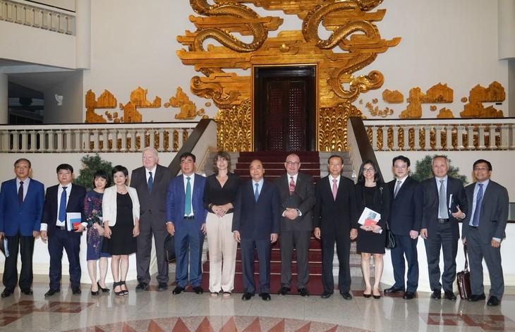Nguyên Xuân Phuc reçoit des ambassadeurs et investisseurs européens - ảnh 2