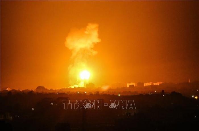 Frappes israéliennes sur Gaza, nouveaux tirs de roquettes vers Israël - ảnh 1