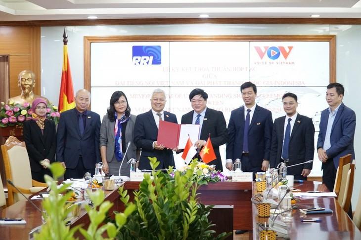 Signature d'une convention de coopération entre VOV et RRI - ảnh 2