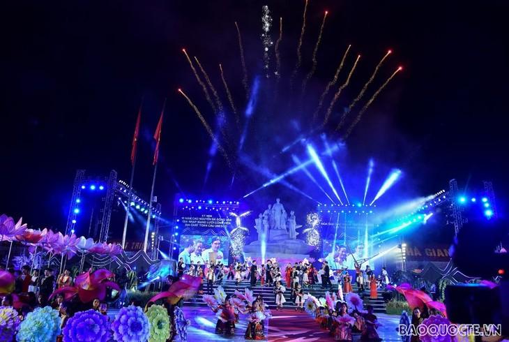 Coup d'envoi de la fête des fleurs de sarrasin à Ha Giang - ảnh 1
