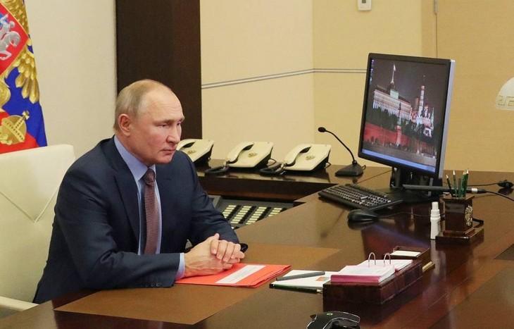 Vladimir Poutine signe la prolongation du traité russo-américain de désarmement nucléaire - ảnh 1