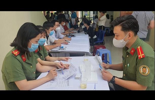 Danang: Plus de 400 personnes donnent de leur sang - ảnh 1