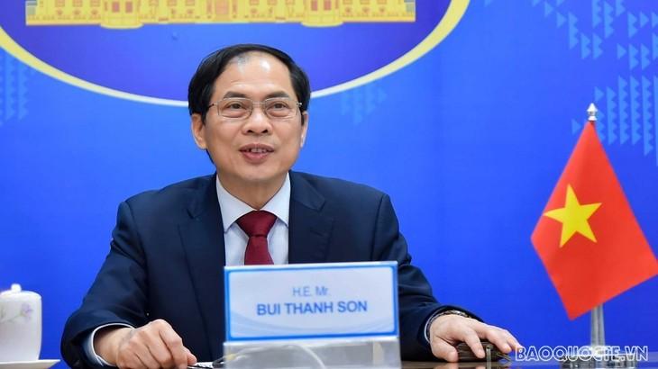 Rencontre virtuelle entre les diplomates en chef du Vietnam, de Malaisie, des Philippines et d'Australie - ảnh 1