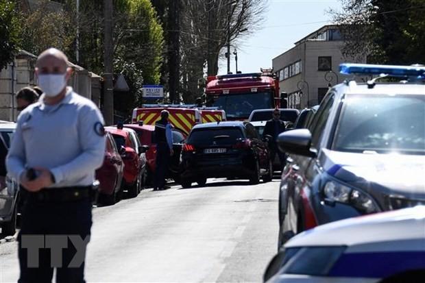 Rambouillet : attaque au couteau dans un commissariat, une policière tuée - ảnh 1