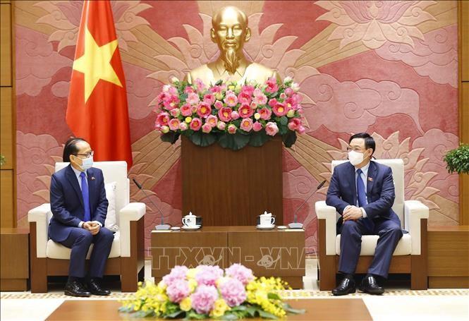 Vuong Dinh Huê reçoit l'ambassadeur du Cambodge - ảnh 1